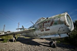 abandoned-fighter-jet